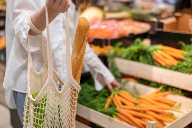 ekologiczne zakupy targ bez plastiku